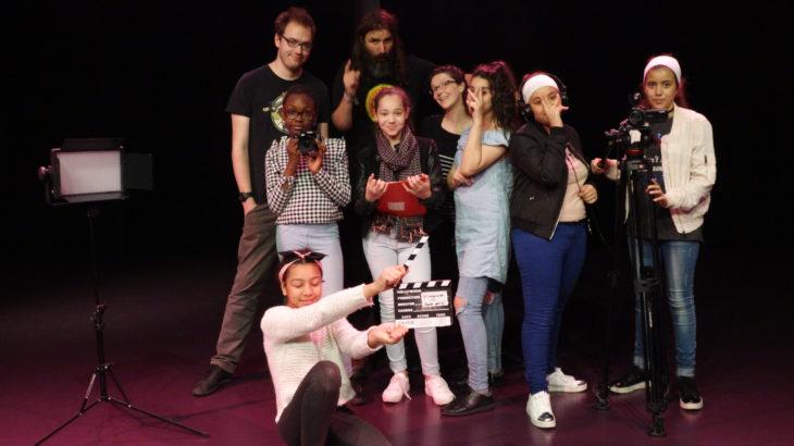 Fin de stage pour le groupe de jeunes filles et les intervenants.